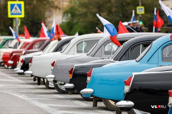 Выглядывающий из автомобиля флаг должен быть помечен как негабаритный груз