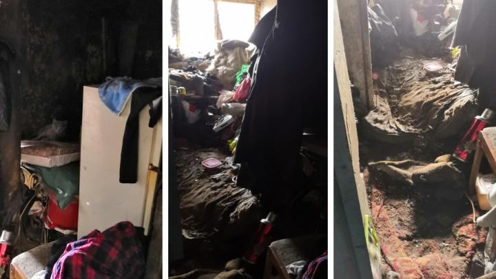 Тюменка получила штраф за то, что превратила квартиру в свалку