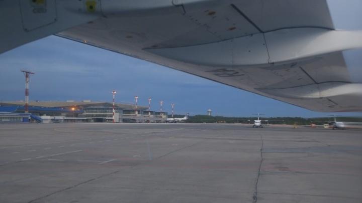 В красноярском аэропорту девушка ждала вылета рейса возле детского уголка и не услышала объявления о посадке