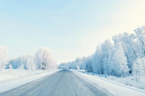 Дорога из Искитима в село Елбаши сегодня днем — такую фотографию выложил у себя на странице новосибирский общественник Владимир Кириллов