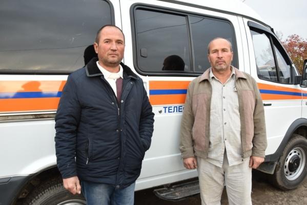 Абдукаюм и Абдусаттор Кохировы услышали вой собак и детский крик ранним утром и побежали на помощь