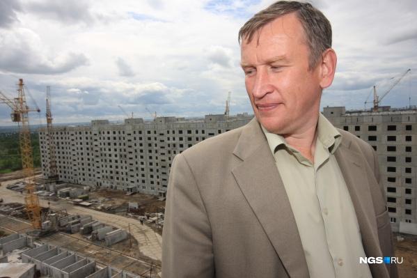 Руководитель ГК«Дискус» Алексей Джулай — фигура спорная: его как девелопера постоянно критикуют (особенно столичные блогеры), но раз за разом избирают депутатом, а на квартиры в его домах даже были очереди