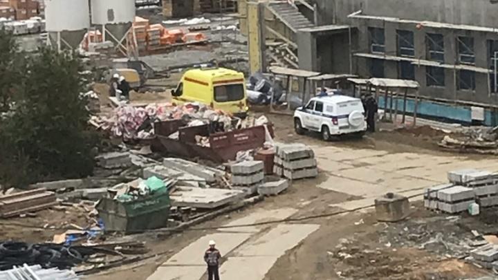 «Он работал неофициально»: парню, который погиб на стройке на Краснолесье, было всего 18 лет