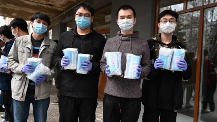 Студентам ЮУрГУ раздали защитные маски