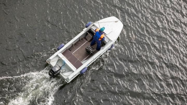 На Таймыре перевернулось судно с пятью людьми, один погиб