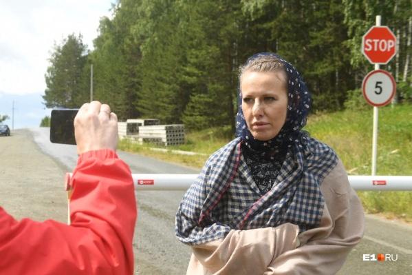 На территорию монастыря Ксению Собчак пустили всего на несколько минут — записать стендап для ее фильма