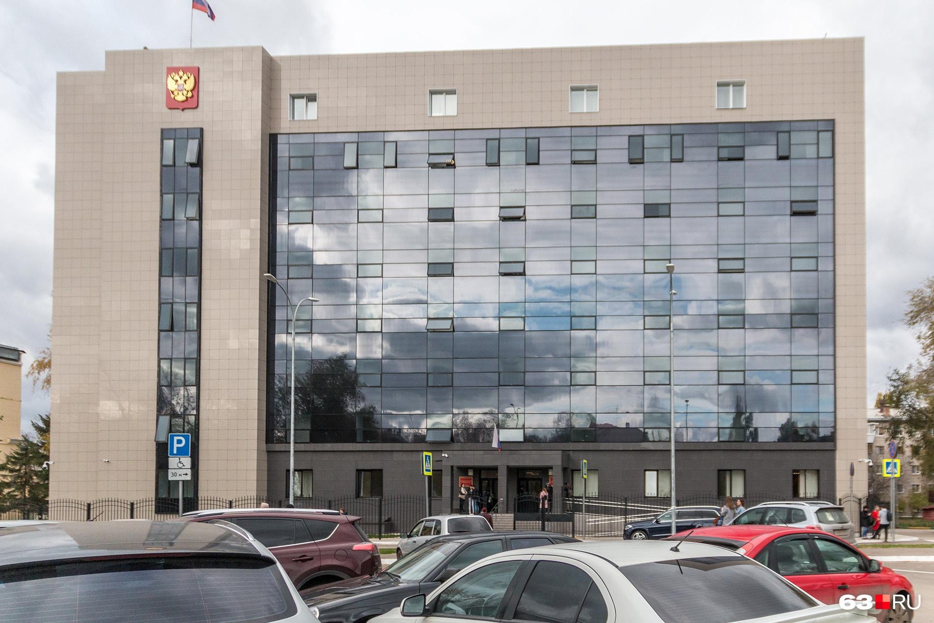 Сейчас в здании соседствуют Железнодорожный и Ленинский суды