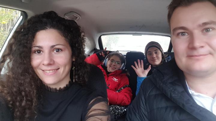 «Нельзя отходить от дома дальше чем на 100 метров»: мама двоих детей — о жизни на карантине в Израиле