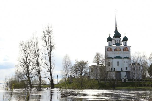 Как в любом древнем городе России, в Сольвычегодске немало церквей