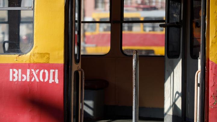 В Краснооктябрьском районе Волгограда из-за утренней аварии встали трамваи
