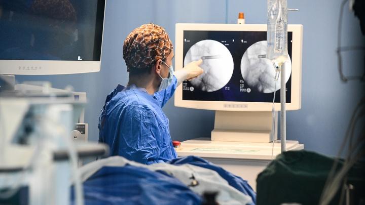 В 40-й больнице спасли 27-летнюю екатеринбурженку. Смотрим фото из операционной