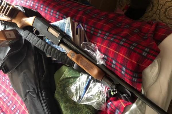 Оружие, изъятое у 18-летнего парня