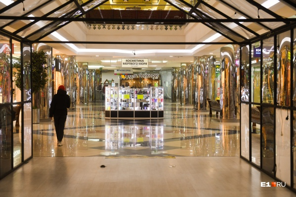 Евгений Куйвашев заявил, что торговые центры вновь заработают, когда позволит ситуация