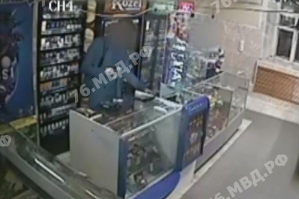Ограбление попало на камеру