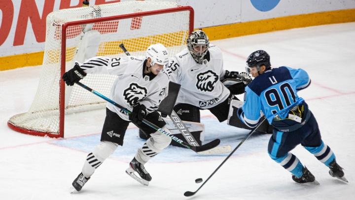 Долгожданная победа: после шести поражений подряд «Сибирь» обыграла челябинский «Трактор»
