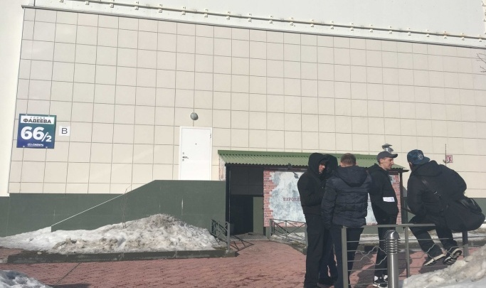 Следователи возбудили дело против новосибирца, который захватил в заложники жену в магазине