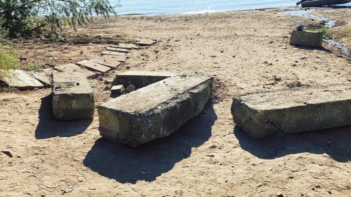 «Пляжный конфликт»: власти Самары обещали убрать бетонные блоки у берега на Третьей просеке