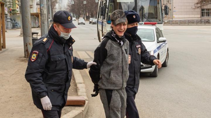 В центре Перми грабитель напал на женщину. Полиция ищет других пострадавших