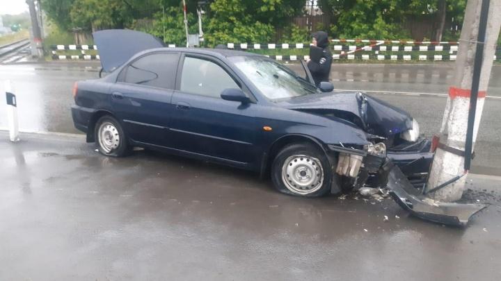 В Екатеринбурге у водителя, сбежавшего с места ДТП, угнали машину