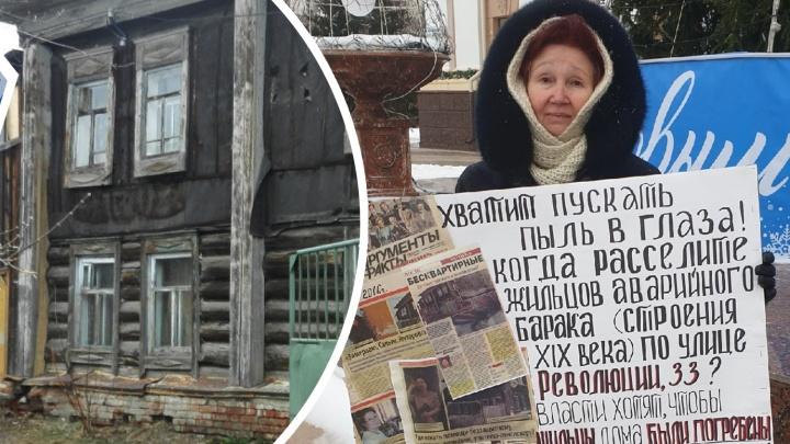 Бывшая учительница из Ялуторовска после серии пикетов добилась переселения из барака