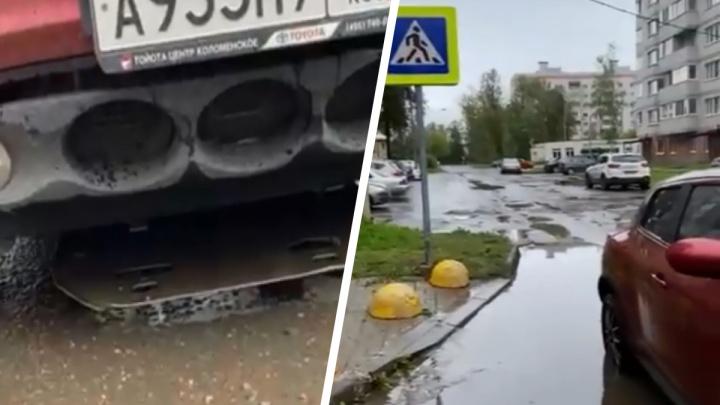 В Ярославле женщина разбила иномарку об новый пешеходный переход. Видео