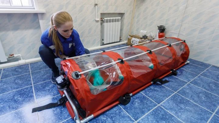 Спецкостюмы и спецкареты: смотрим, как в Волгограде перевозят пациентов с коронавирусом