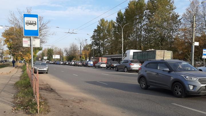 Люди идут пешком: из-за ДТП в Брагино образовались лютые пробки
