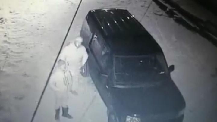 «Приехали на белом Land Rover»: в Каменске-Уральском напали на скандального адвоката