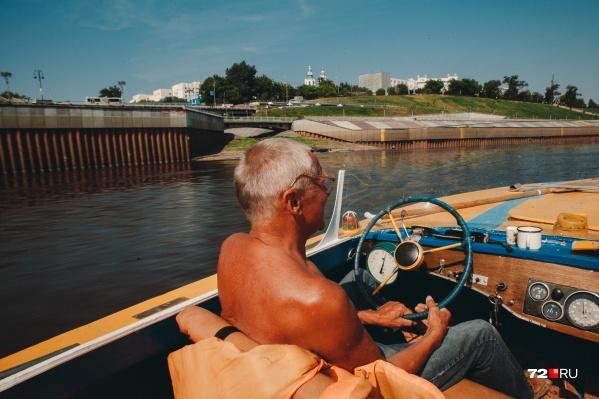 Тюменец Владимир Бухвалов получил лодку в наследство от отца