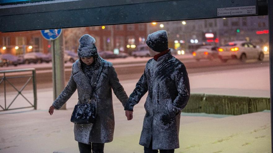 Новосибирск засыпало снегом: зимний фоторепортаж с улиц города