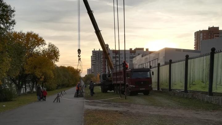 Возле лыжной базы на Северо-Западе Челябинска вырос забор. Рассказываем, что там будет