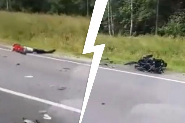 Детали мотоцикла раскидало на несколько метров, водитель погиб на месте