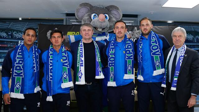 На стадионе «Самара Арена» презентовали четырех из шести новых игроков «Крыльев»
