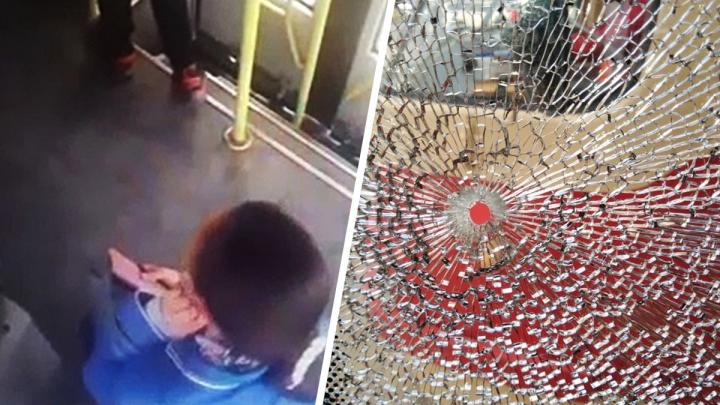 Стрельба по трамваю на Луначарского, где пострадала пассажирка, попала на видео