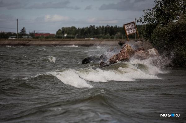 По области скорость ветра будет достигать 23 м/с, а по Новосибирску — 17 м/с