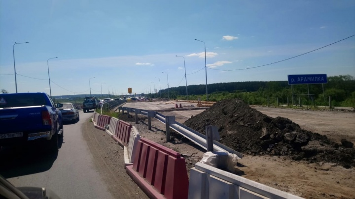 Пробок будет меньше: на Челябинском тракте раньше срока отремонтировали развязку и мост через реку Сысерть