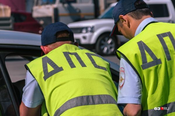 Инспекторы опросили тех свидетелей, кто находился на месте аварии. Но пока самого виновника ДТП найти не удалось