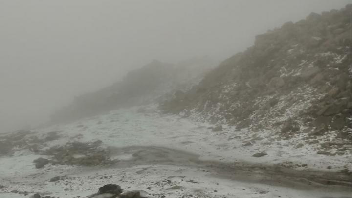 Сезон близко? Публикуем фото первого снега в Шерегеше