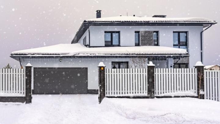 Как выбрать ворота для гаража, которые выдержат сибирские морозы