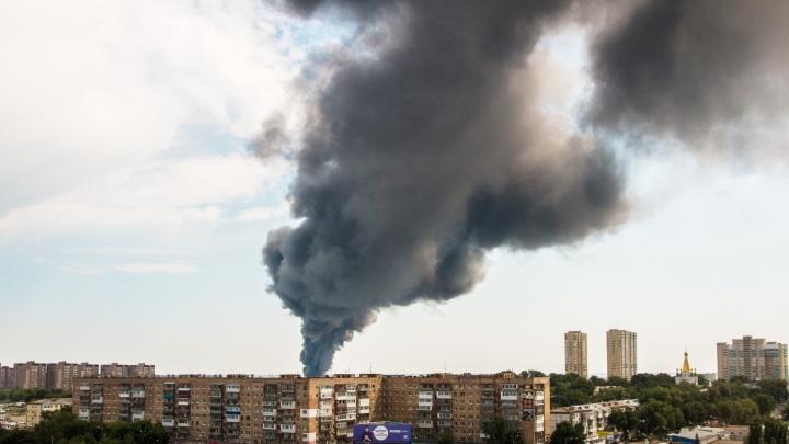 Столбы дыма над городом: показываем самарский пожар на складах в одном видео