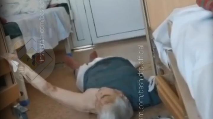 Видео с упавшей бабушкой, умоляющей о помощи, сняли в ковидном госпитале в Уфе