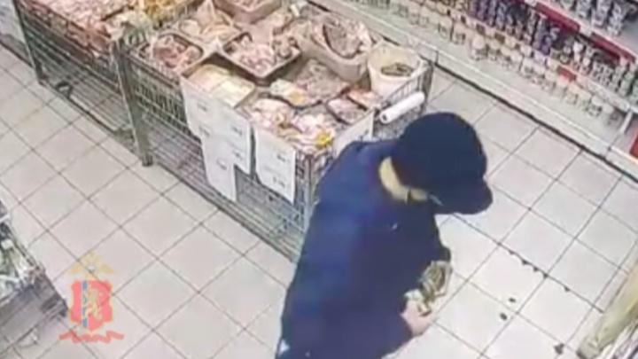 Железногорец вынес из магазина 17 банок красной икры, сложив их в спортивную сумку