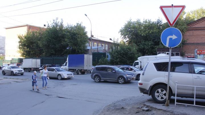 Место возле «Ауры», где водители чихают на знаки и ездят через двойную сплошную ради экономии времени