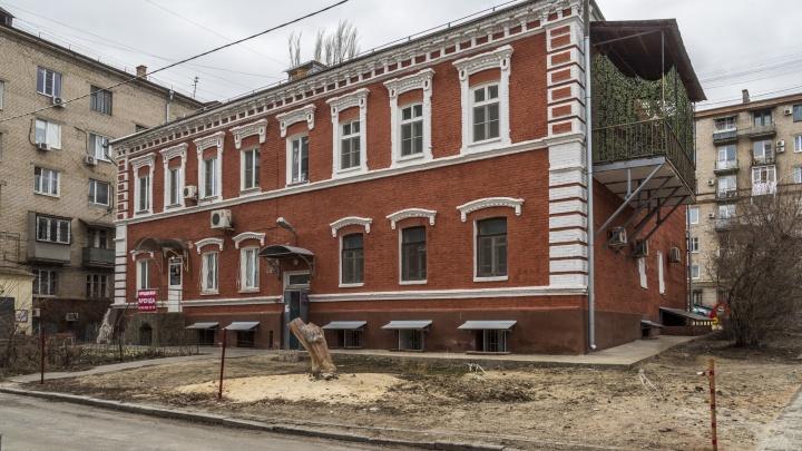 В Волгограде под видом реставрации изуродовали 100-летнее здание-памятник