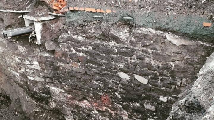 В центре Челябинска строители обнаружили участок старейшей набережной реки Миасс