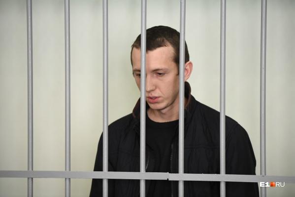 Следователи пришли к выводу, что пьяный Владимир Васильев стащил ключи от KIA Rio и врезался на легковушке в стоящие на Малышева машины