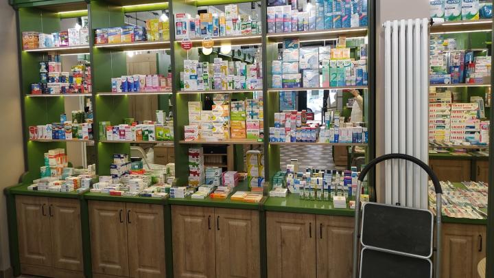 Люди жалуются на нехватку лекарств в аптеках Новосибирска. Проверяем, так ли это на самом деле