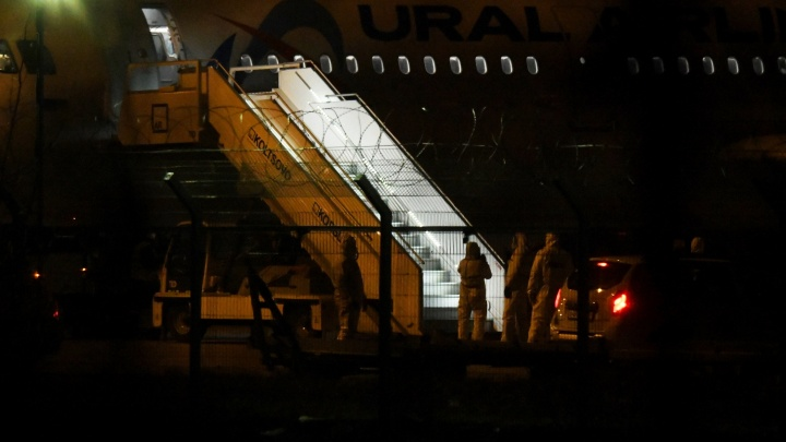 Самолет с уральскими туристами, вывезенными из ОАЭ, приземлился в Кольцово