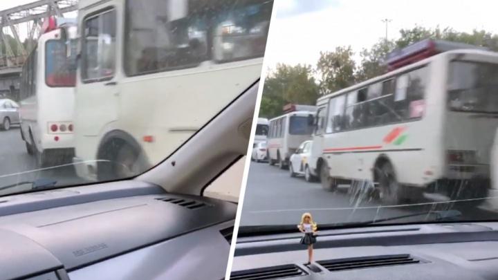 «Такое каждый год»: в Новосибирске автобусы и такси выстроились в длинную очередь на газовую заправку