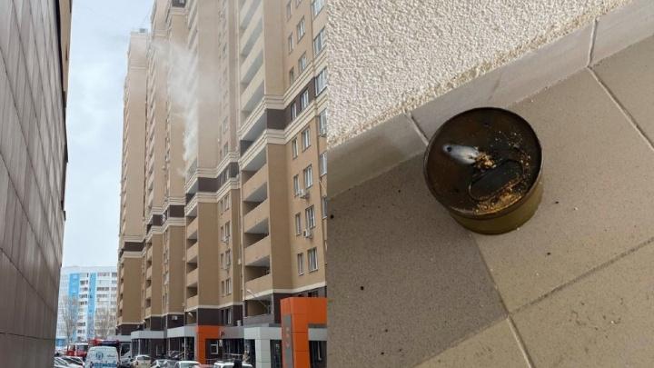 В Самаре хулиганы подожгли дымовую шашку в многоэтажке на проспекте Карла Маркса